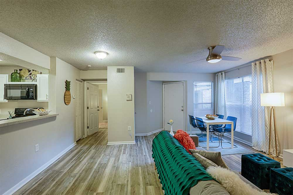 The-Meridian-Tallahassee-FL-Living-Area-Unilodgers