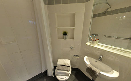 The-Old-Fire-Station-Aberdeen-Classic-Ensuite-Bath-Unilodgers