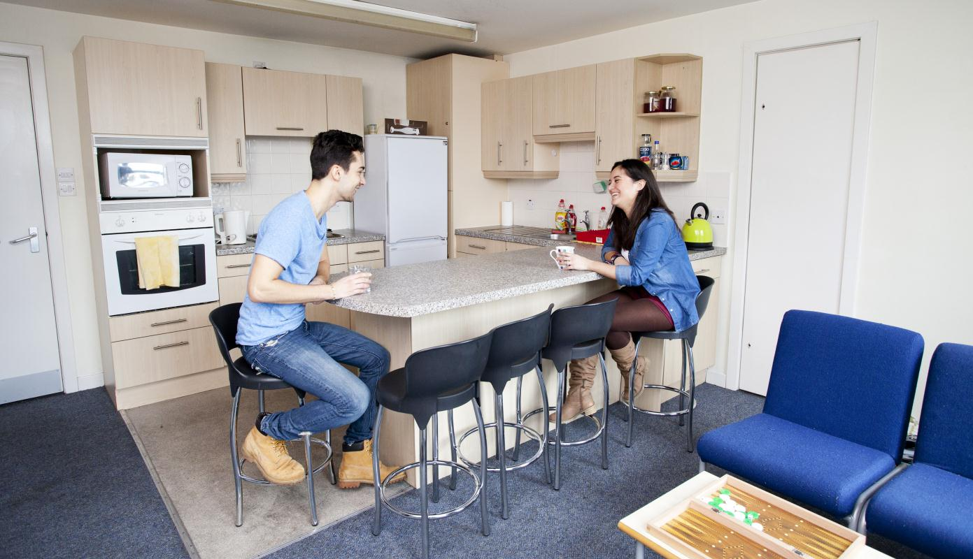 The-Old-Fire-Station-Aberdeen-Shared-Kitchen-Dining-Area-Unilodgers