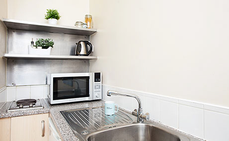 The-Old-Fire-Station-Aberdeen-Studio-Kitchen-Unilodgers