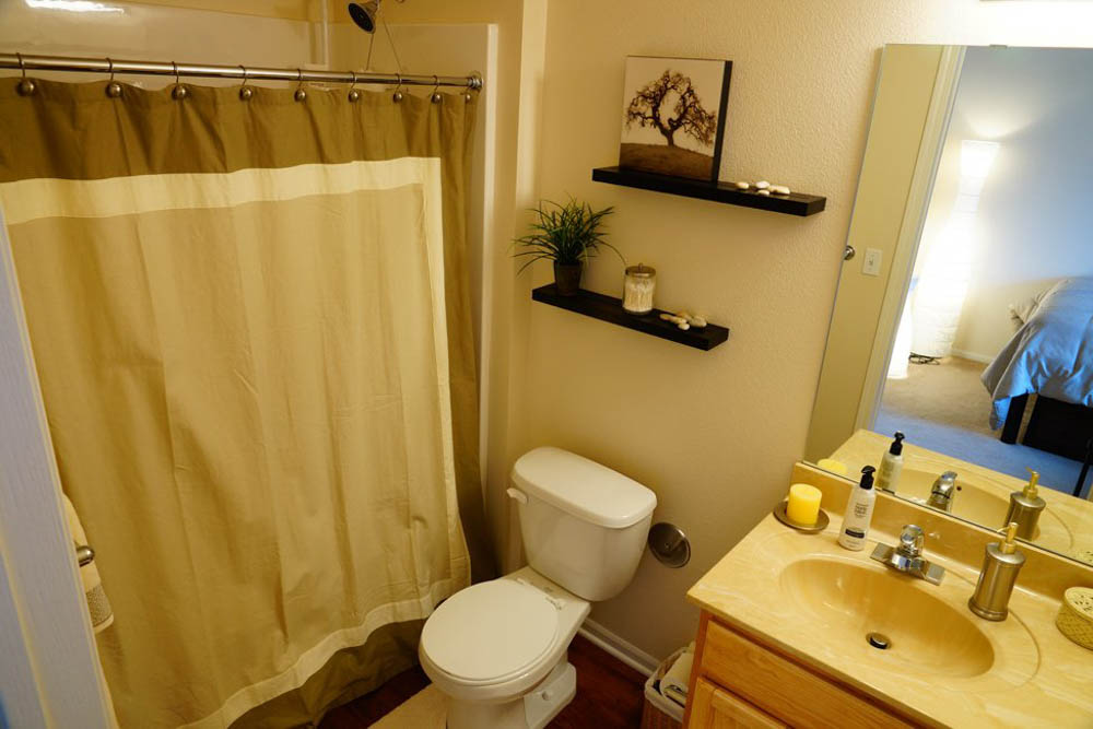 The-Pavilion-On-Berry-Saint-Paul-MN-Bathroom-Unilodgers