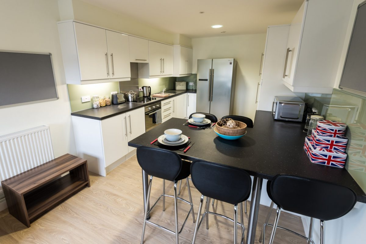 The-Printworks-Exeter-Kitchen-With-Dining-Area-Unilodgers