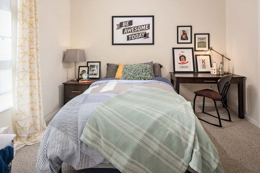 The-Province-At-ECU-Greeneville-NC-Bedroom-With-Study-Desk-Unilodgers