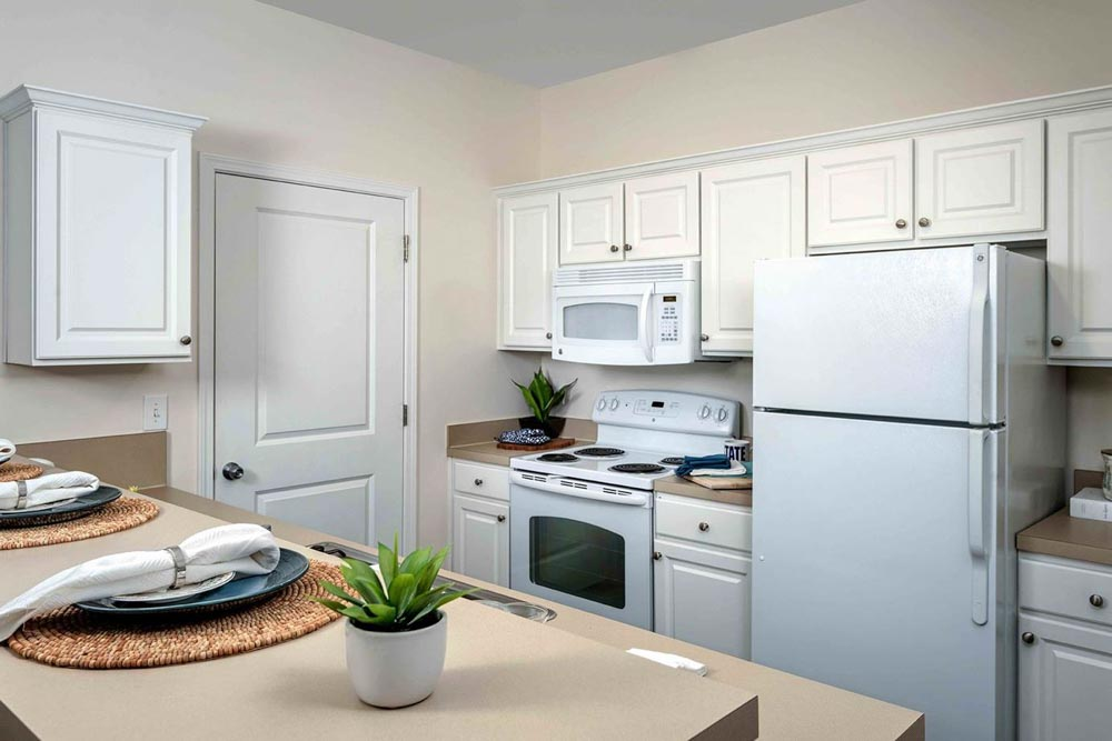 The-Province-At-Kent-OH-Kitchen-With-Fridge-Unilodgers
