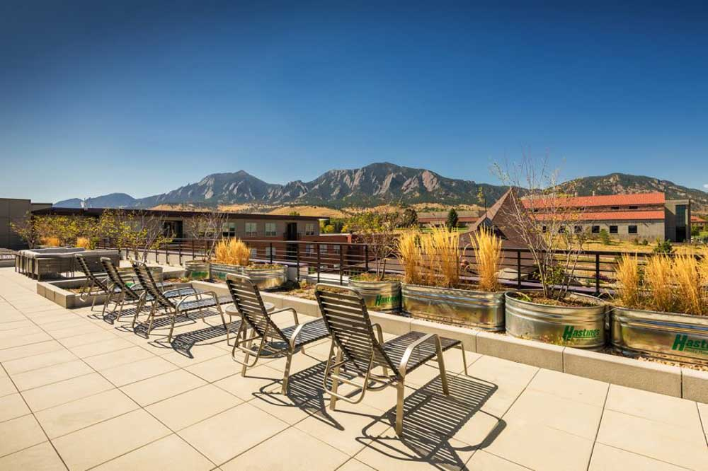 The-Province-Boulder-CO-Sky-Courtyard-With-View-Unilodgers
