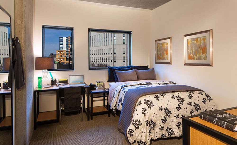 The-Radian-Philadelphia-PA-Bedroom-With-Study-Desk-And-Chair-Unilodgers