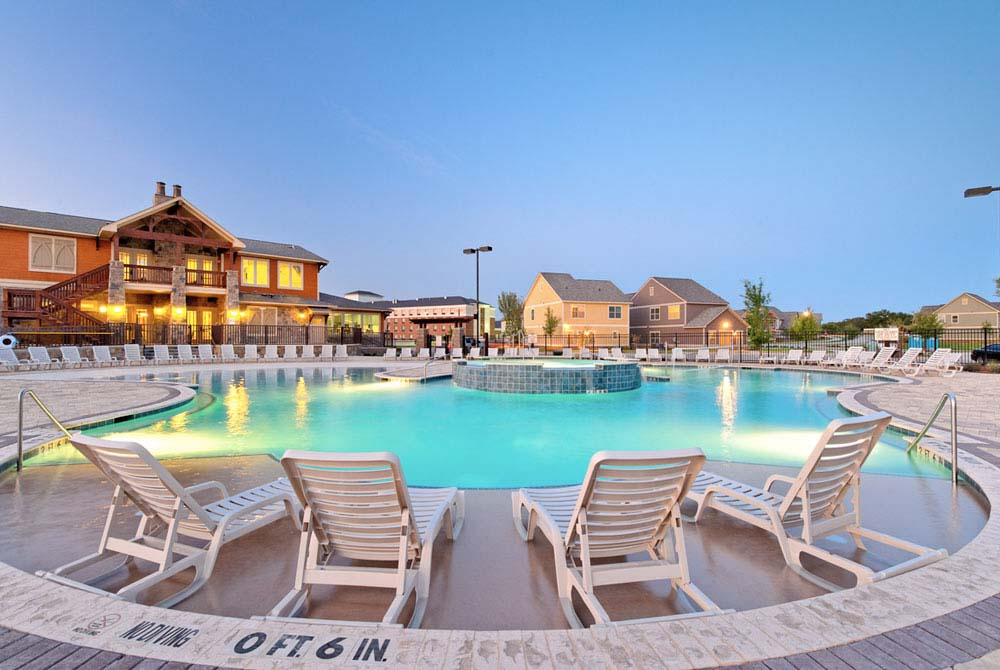 The-Republic-At-Denton-TX-Swimming-Pool-Unilodgers