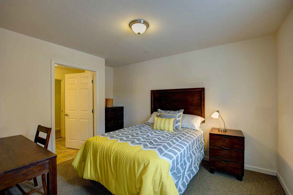 The-Reserve-At-Greensboro-NC-Bedroom-Unilodgers