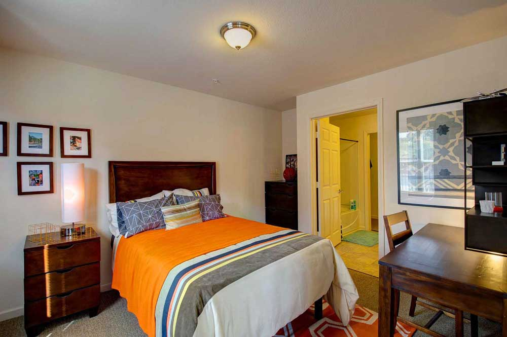 The-Reserve-At-Greensboro-Bedroom2-NC-Unilodgers