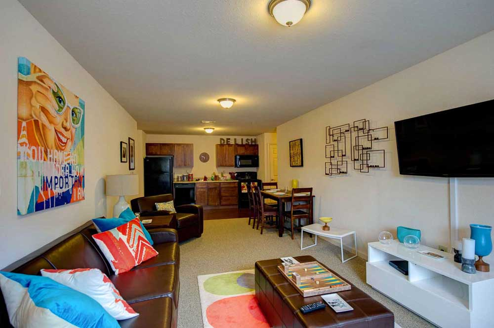 The-Reserve-At-Greensboro-NC-Living-Room-Unilodgers