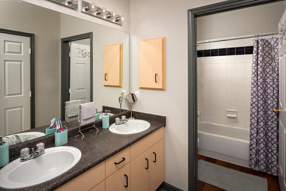 The-Reserve-On-Perkins-Stillwater-OK-Bathroom-Unilodgers