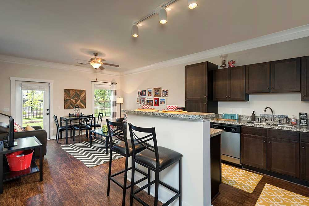The-Retreat-At-Louisville-KY-Kitchen-With-Breakfast-Bar-Unilodgers