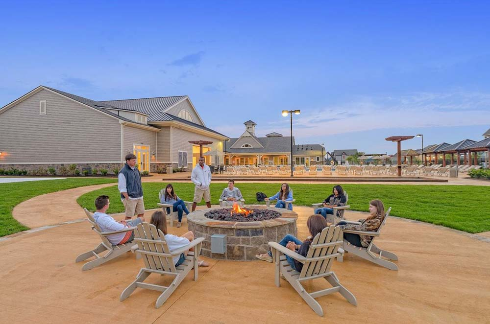 The-Retreat-At-State-College-PA-Outdoor-Courtyard-With-Fire-Pit-Unilodgers