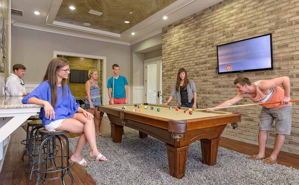 The-Retreat-At-State-College-PA-Pool-Table-Unilodgers