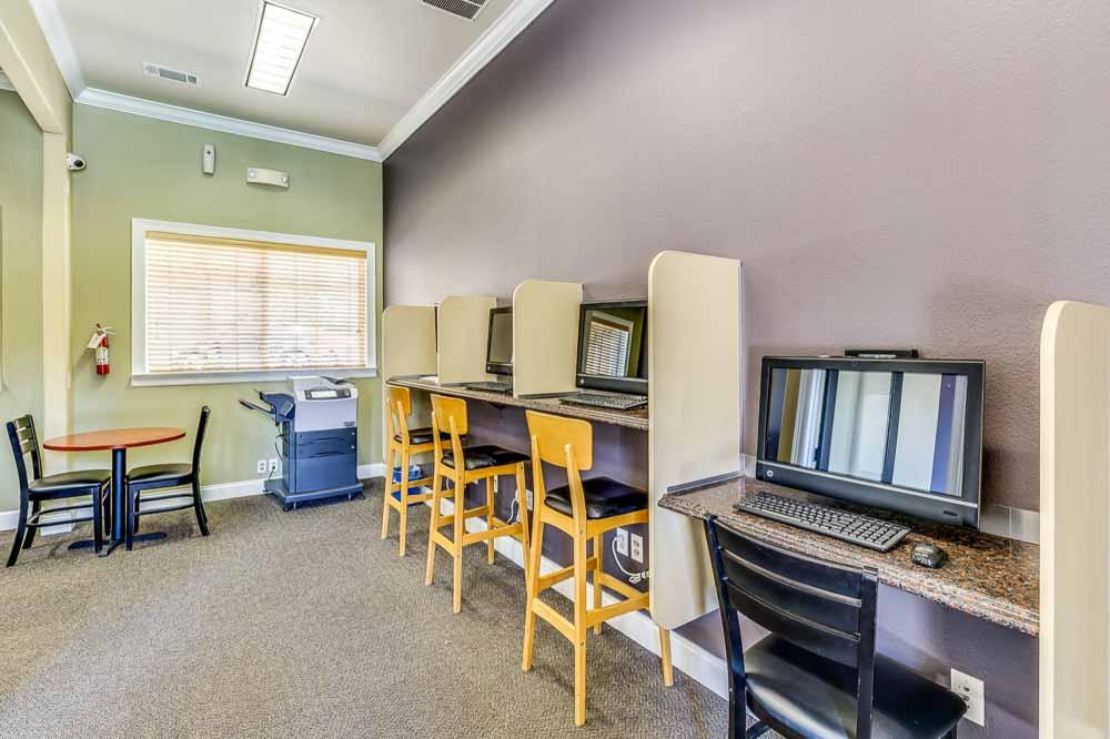 The-Ridge-At-North-Texas-Denton-TX-Computer-Room-Unilodgers