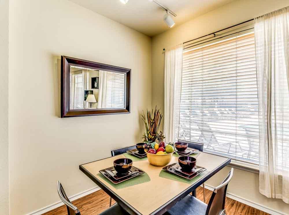 The-Ridge-At-North-Texas-Denton-TX-Dining-Room-Unilodgers