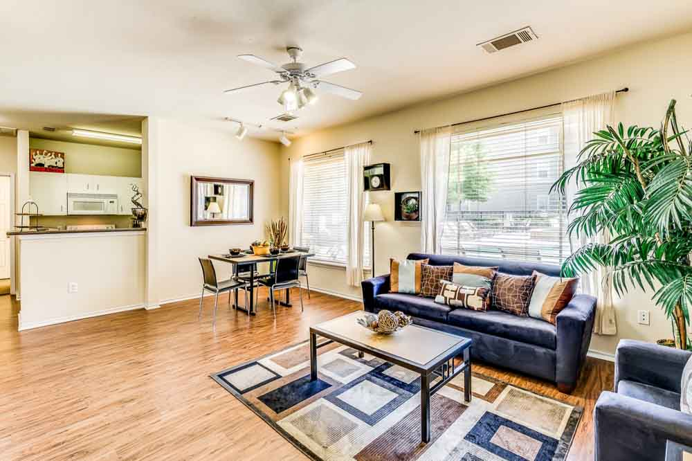 The-Ridge-At-North-Texas-Denton-TX-Living-Room-Unilodgers