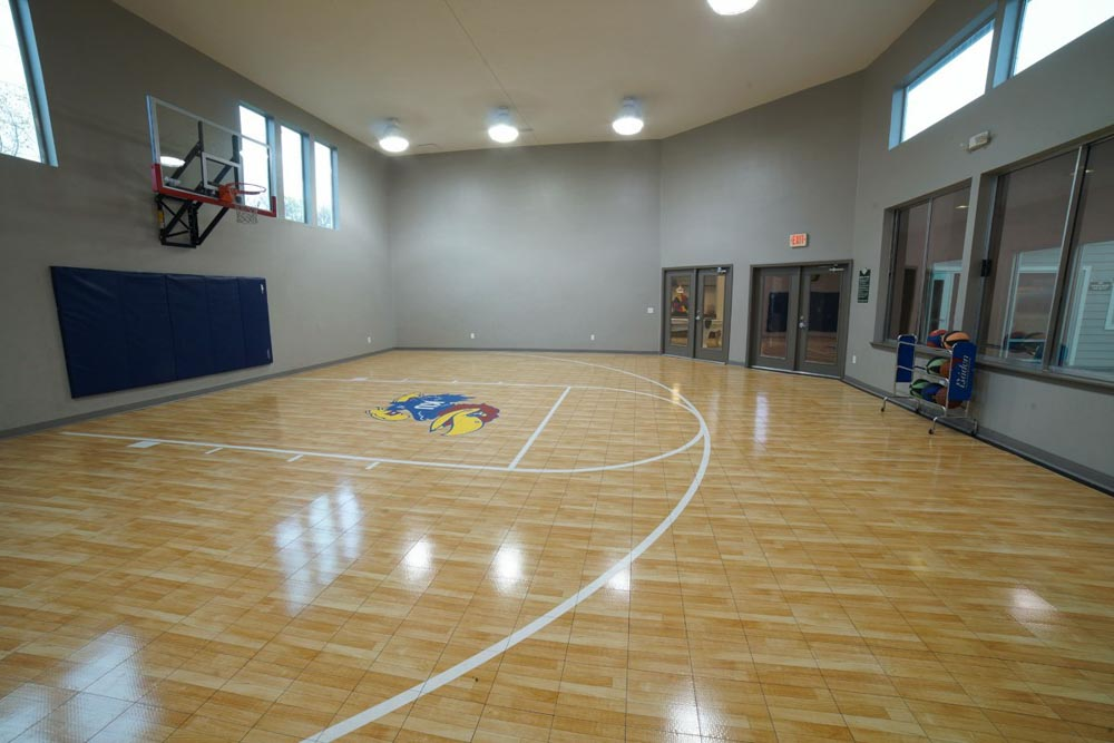 The-Rockland-Lawrence-KS-Basketball-Court-Unilodgers