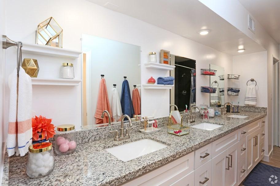 The-Slo-Student-Living-San-Luis-Obispo-CA-Bathroom-Unilodgers