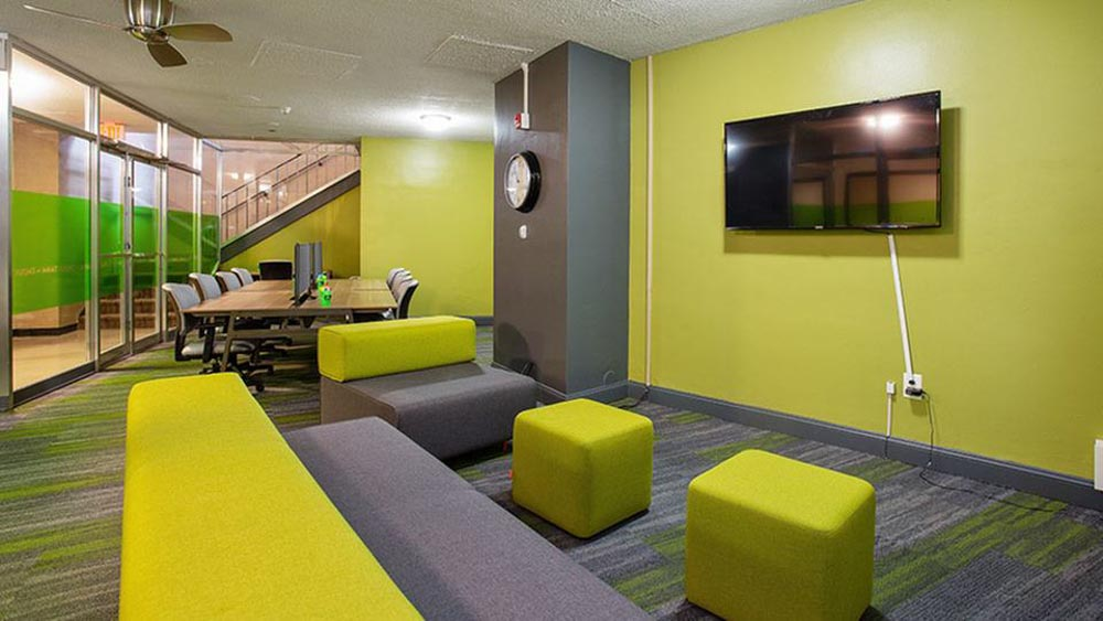 The-Social-North-Charles-Baltimore-MD-Common-Room-With-TV-Unilodgers