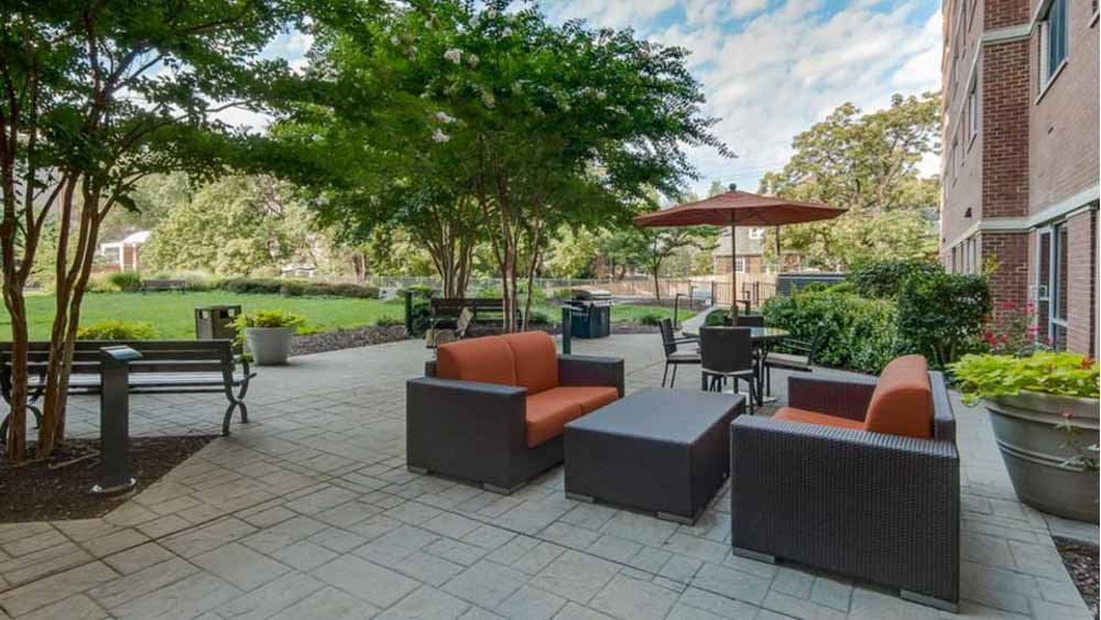 The-Social-North-Charles-Baltimore-MD-Outdoor-Courtyard-Unilodgers