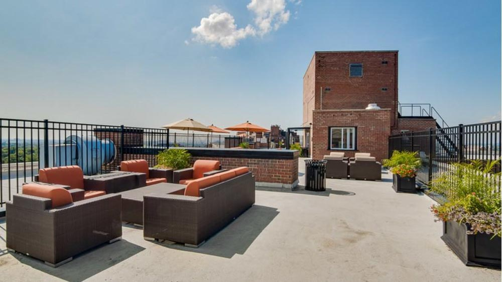 The-Social-North-Charles-Baltimore-MD-Sky-Courtyard-Unilodgers