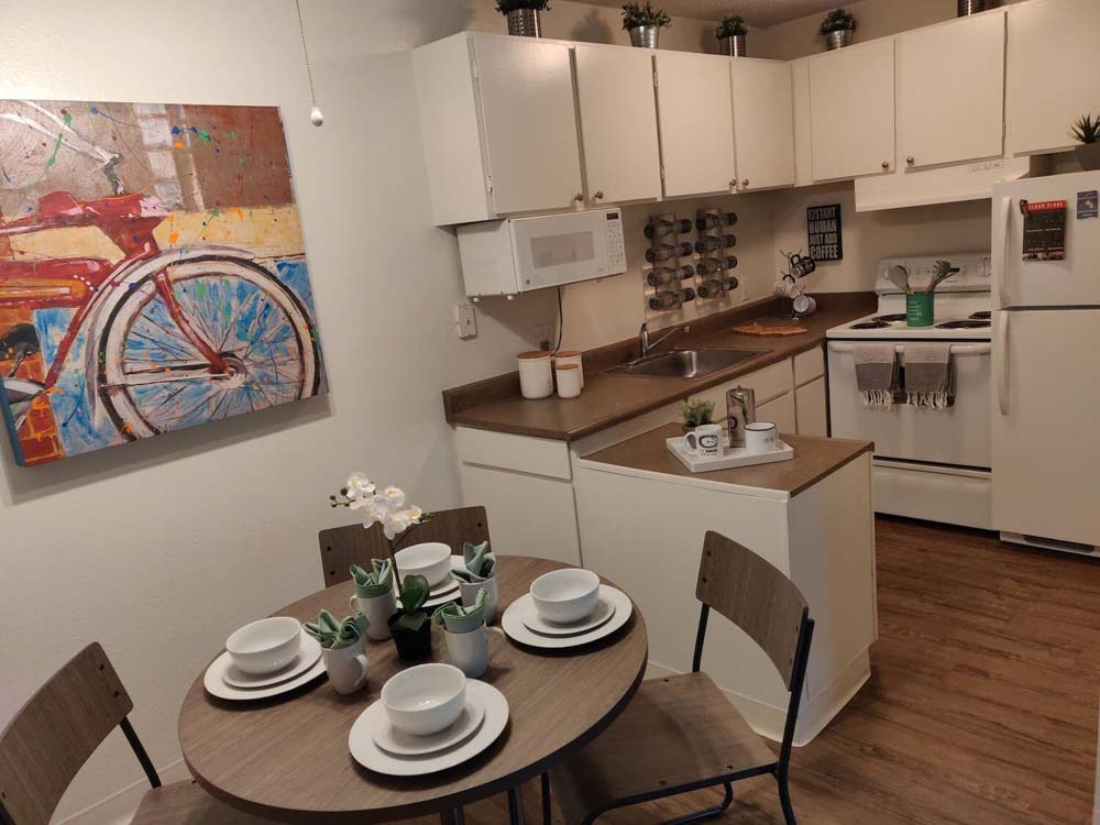 The-Spoke-Student-Living-Davis-CA-Kitchen-With-Dining-Table-Unilodgers