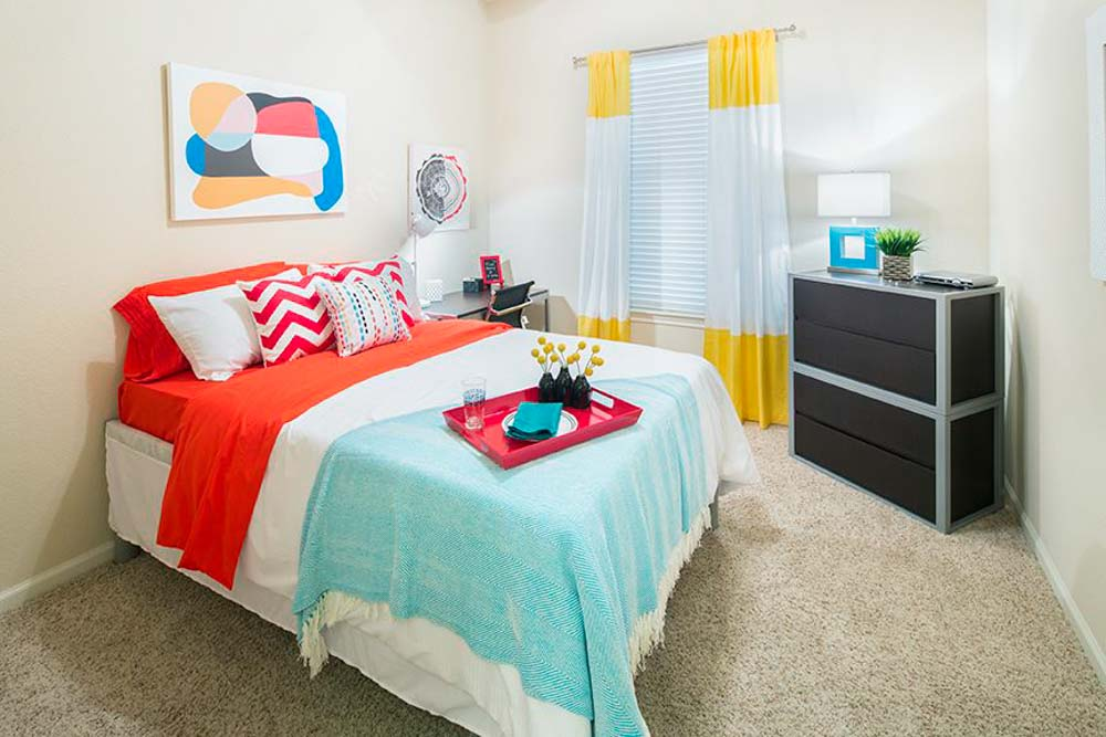 The-Suites-At-Overton-Park-Lubbock-TX-Bedroom-2-Unilodgers