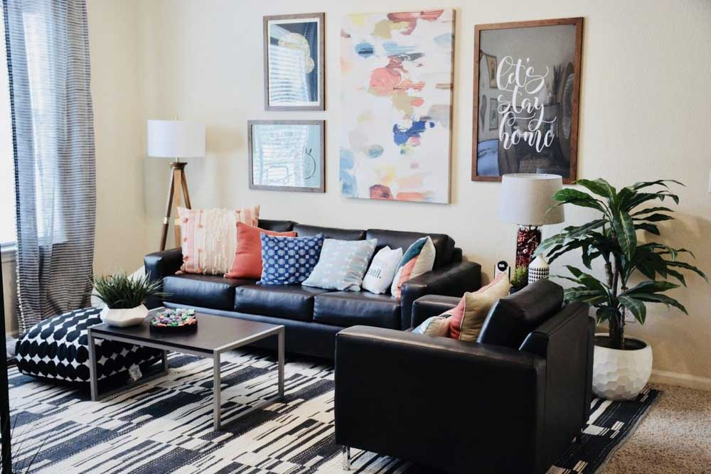 The-Suites-At-Overton-Park-Lubbock-TX-Living-Area-Unilodgers