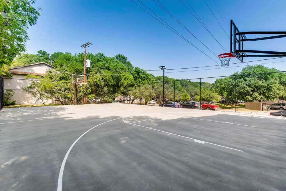The-Timbers-San Marcos-TX-Basketball-Court-Unilodgers