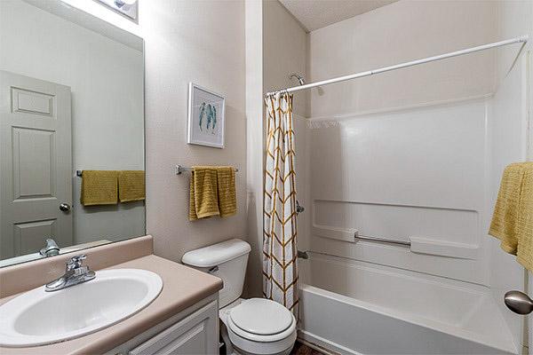 The-Vault-At-Statesboro-GA-Bathroom-Unilodgers