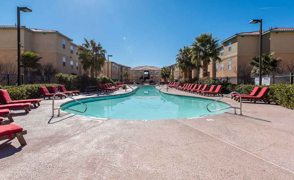 The-Verge-At-Las-Cruces-NM-Poolside-Unilodgers