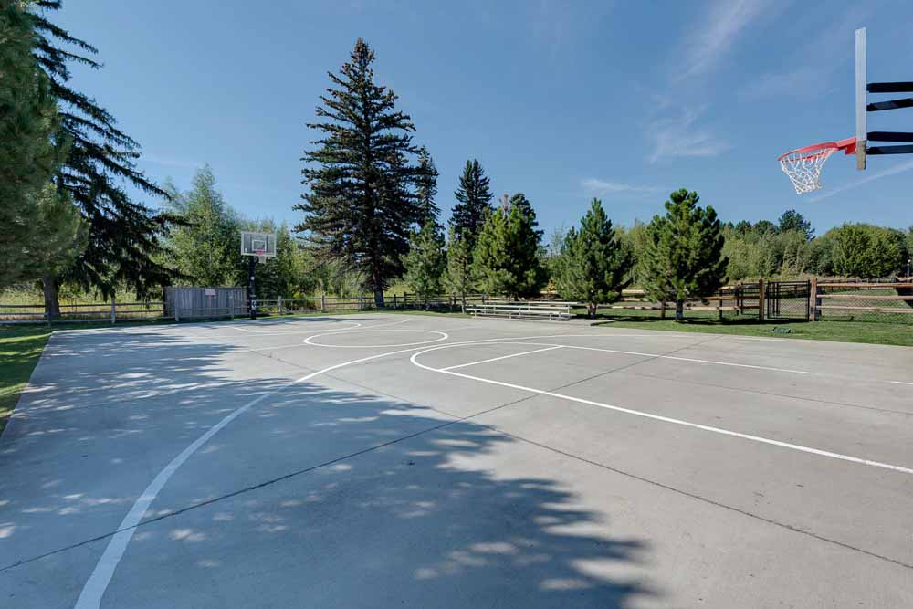 The-Verge-Ellensburg-WA-Basket-Ball-Court-Unilodgers