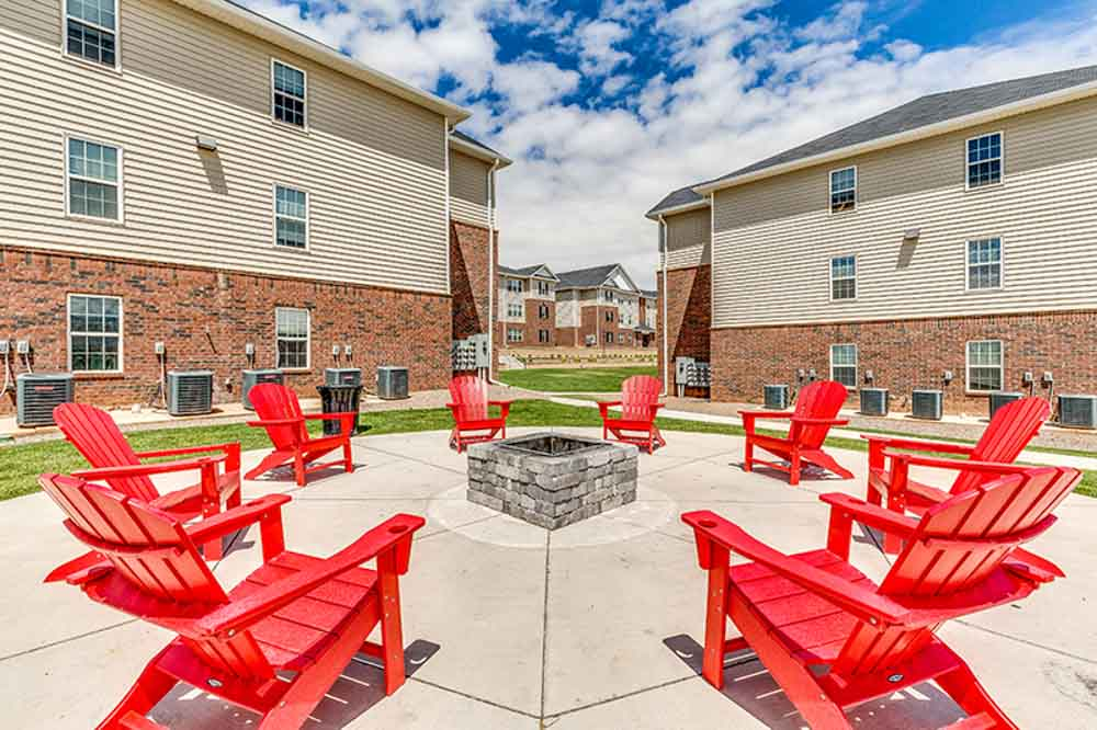 The-Verge-Laramie-WY-Outdoor-Courtyard-With-Fire-Pit-Unilodgers
