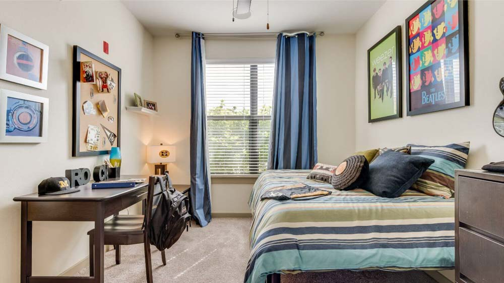 The Domain at Columbia-MO-BEdroom 2-Unilodgers