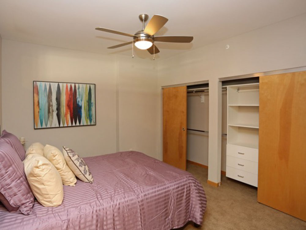 The-Lux-Madison-WI-Bedroom-Unilodgers