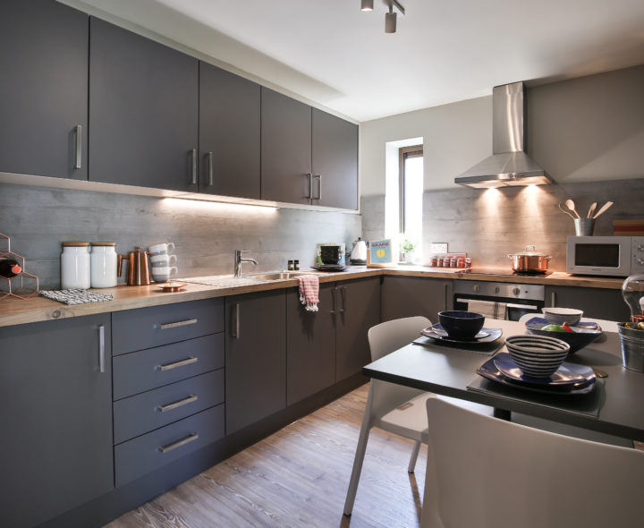 Three--Four-Victoria-Point-Manchester-Kitchen-Unilodgers