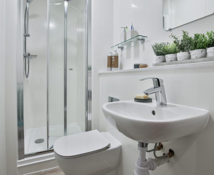 Three--Four-Victoria-Point-Manchester-Washroom-Unilodgers