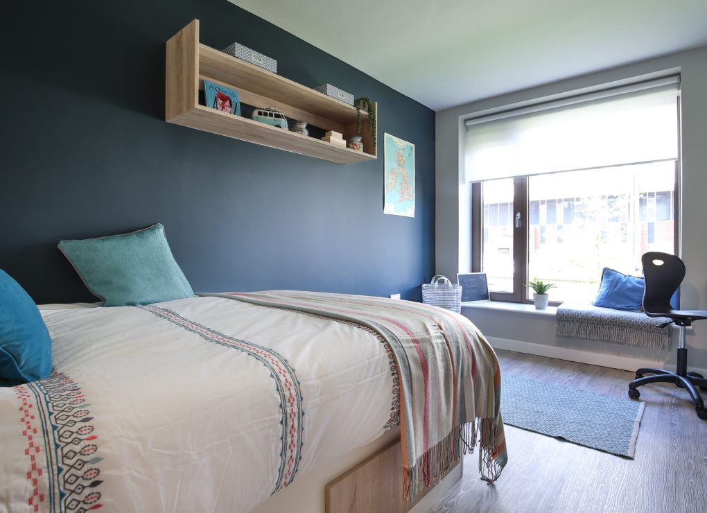 Three--Four-Victoria-Point-Manchester-bedroom-Unilodgers