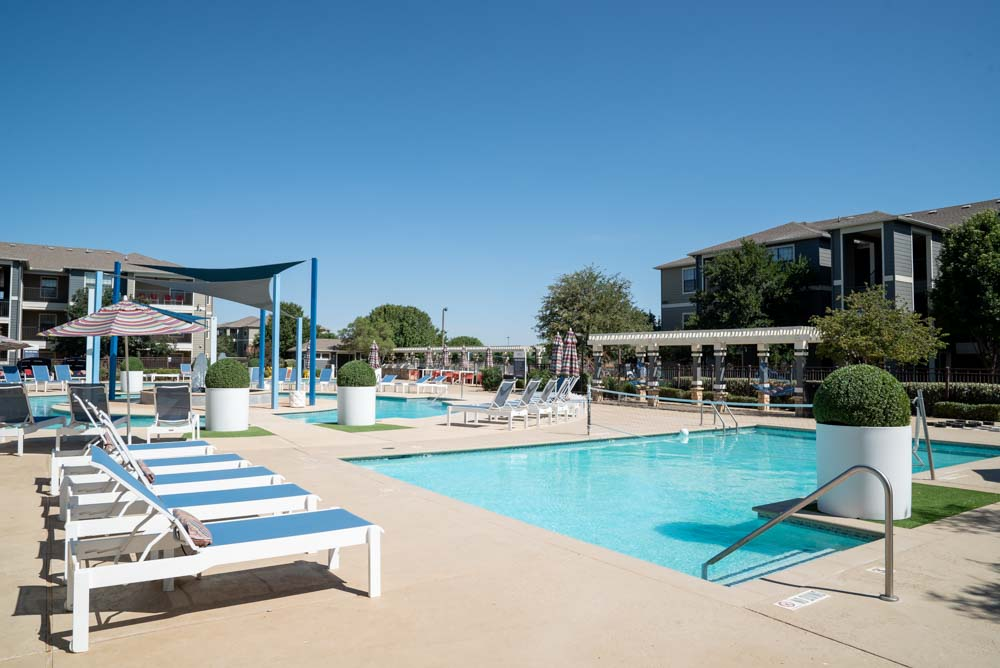 Thrive-Lubbock-TX-Swimming-Pool-Unilodgers