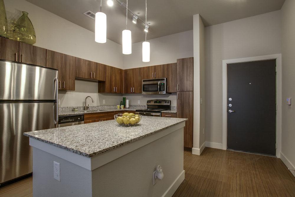 Tobin-Lofts-San-Antonio-TX-Kitchen-With-Fridge-Unilodgers