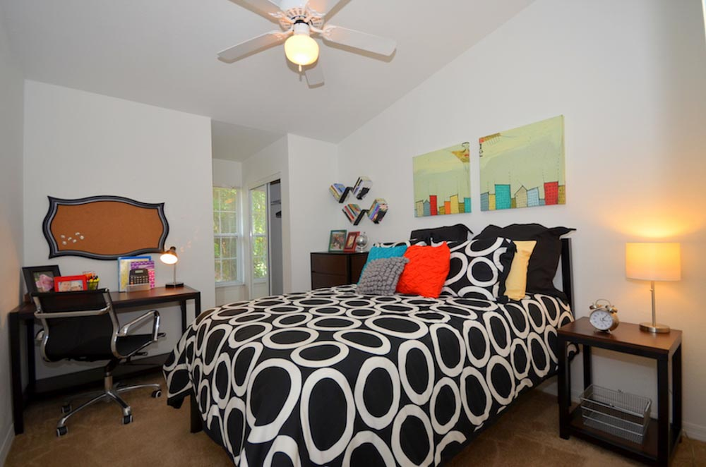 Torchlight-Townhomes-Tallahassee-FL-Bedroom-2-Unilodgers