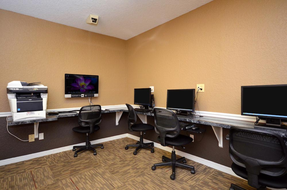 Torchlight-Townhomes-Tallahassee-FL-Computer-Lounge-Unilodgers