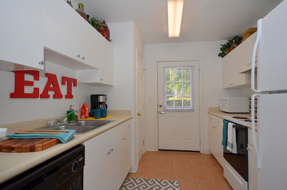 Torchlight-Townhomes-Tallahassee-FL-Kitchen-Unilodgers