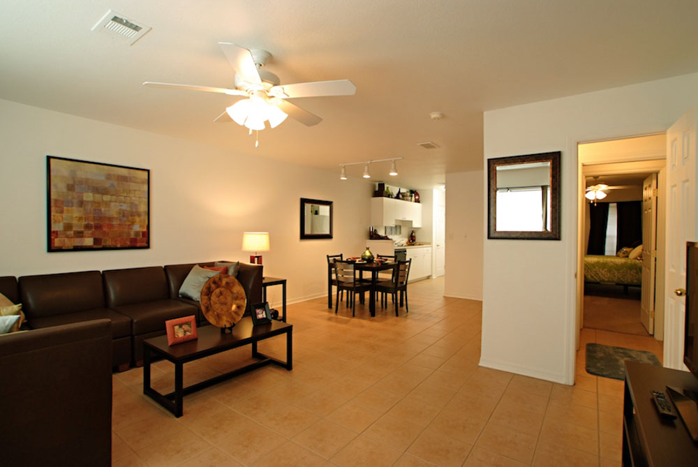 Torchlight-Townhomes-Tallahassee-FL-Living-Area-With-Dining-Table-Unilodgers