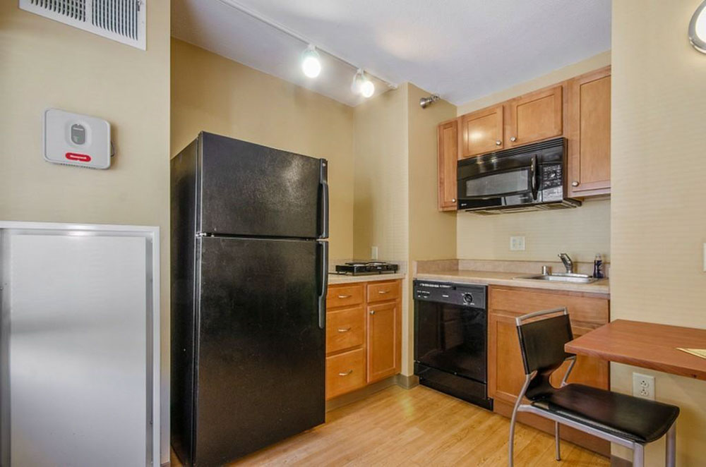 Towers-on-State-Madison-WI-Kitchen-Unilodgers