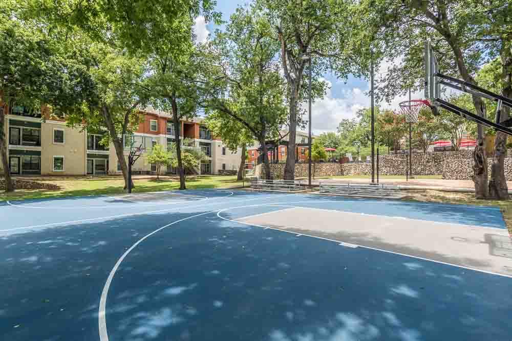 Town-Lake-At-Austin-TX-Basket-Ball-Court-Unilodgers