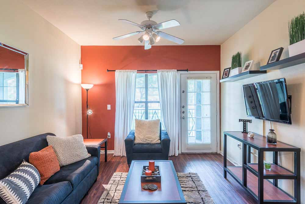 Town-Lake-At-Austin-TX-Living-Room-Unilodgers