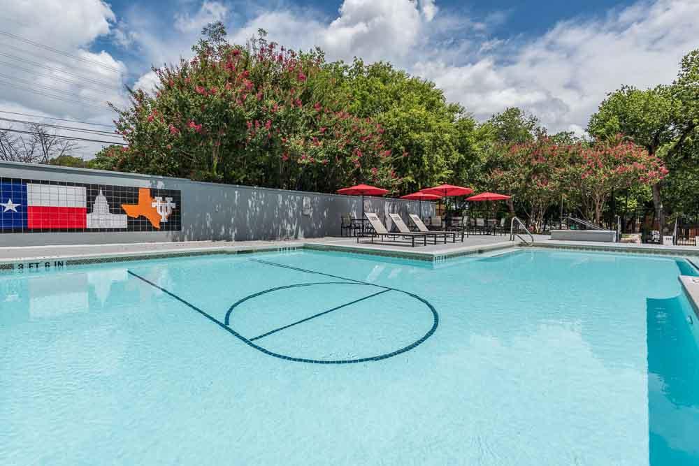 Town-Lake-At-Austin-TX-Swimming-Pool-Unilodgers