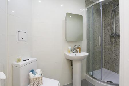 Trinity-Hall-Chester-Deluxe-En-Suite-2-Unilodgers-14960630926